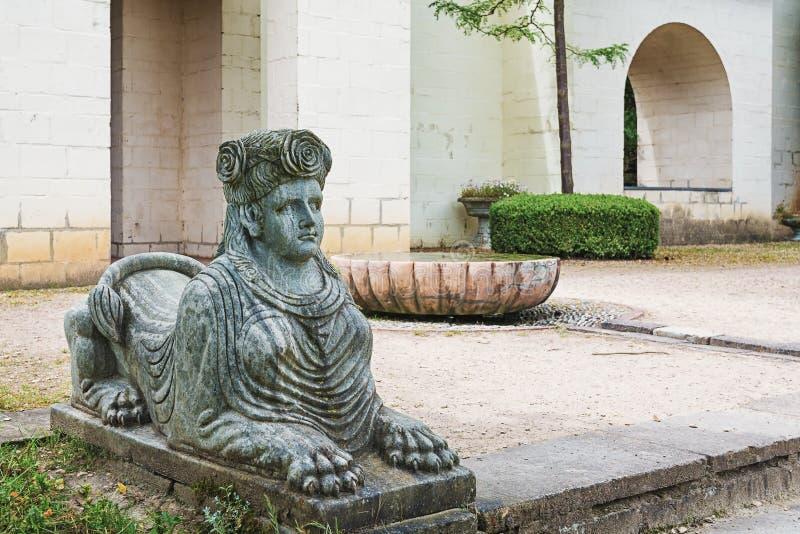Copie a escultura da esfinge no parque Mondo Verde, Países Baixos imagem de stock royalty free