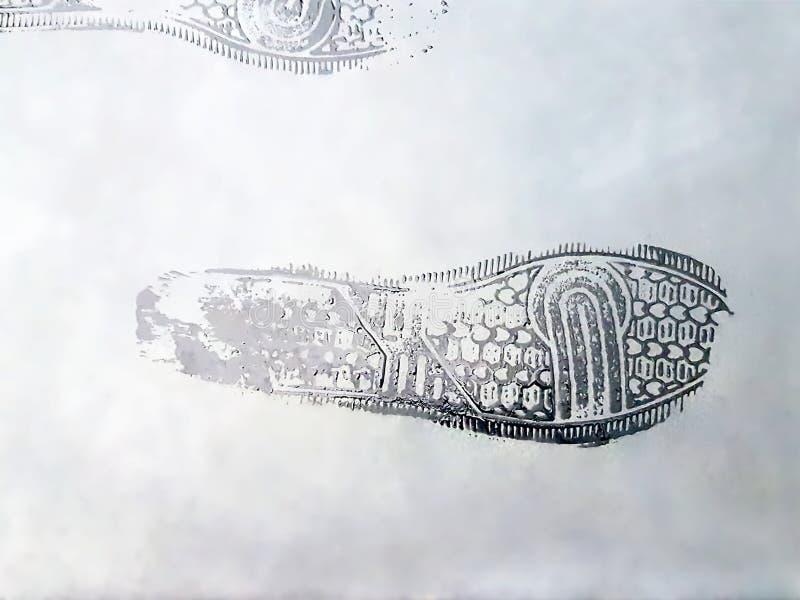 Copies humides de chaussure sur Gray Cement Floor photos libres de droits