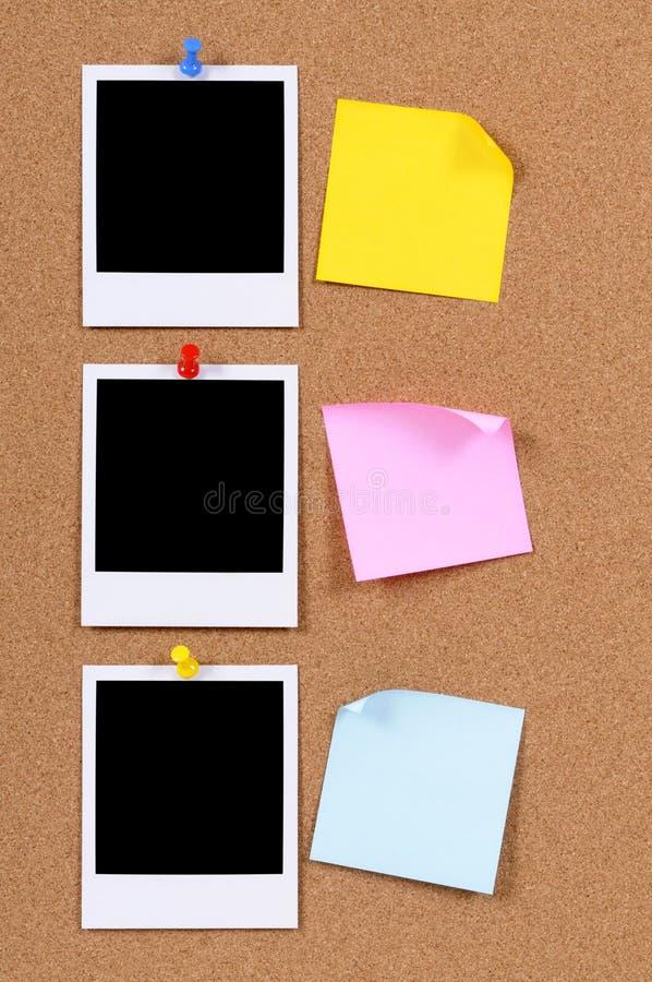 Copies vides de photo avec les notes collantes photographie stock libre de droits