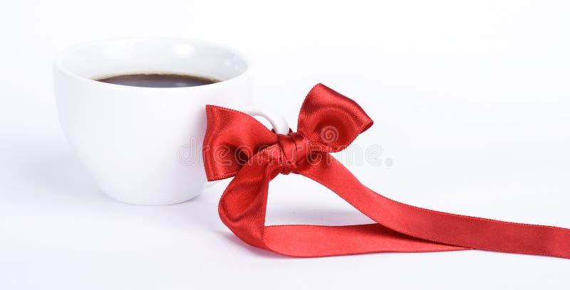 Copo branco do coffe com curva vermelha fotos de stock royalty free