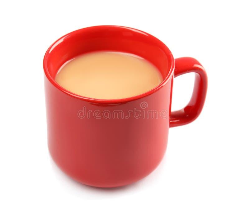 Copo com chá preto e leite imagens de stock royalty free