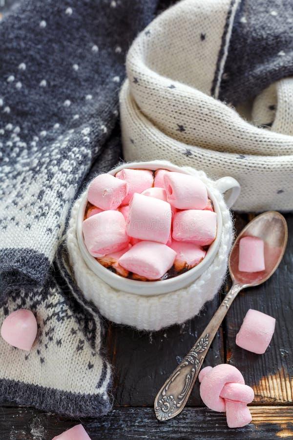 Download Copo Com Chocolate Quente E Marshmallows Imagem de Stock - Imagem de morno, rosa: 107527485