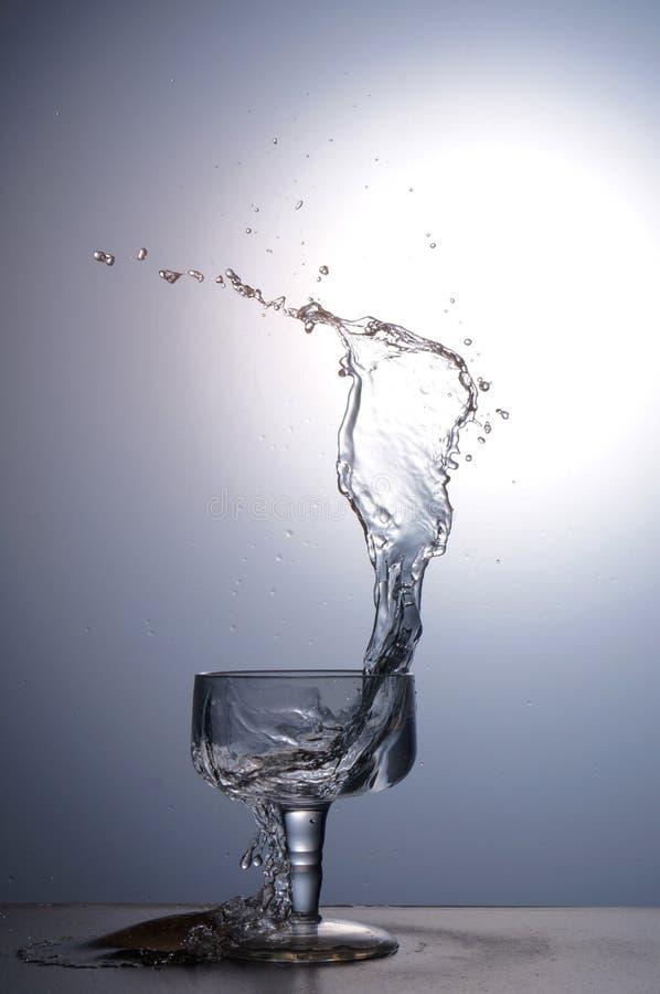 Copo da água do respingo foto de stock royalty free
