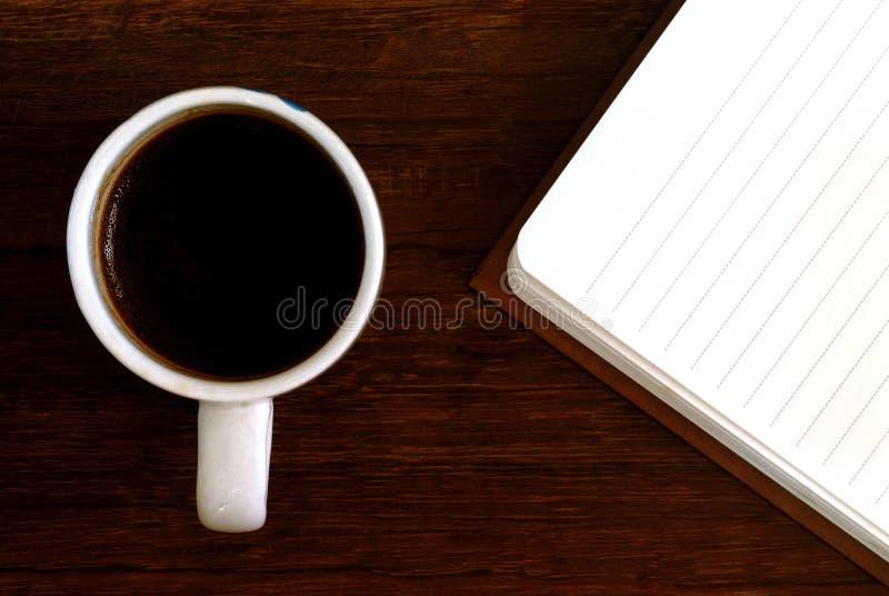 Copo de café com caderno foto de stock
