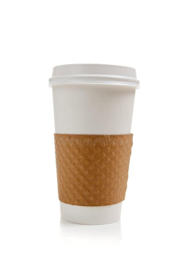 Copo de café descartável em um fundo branco foto de stock