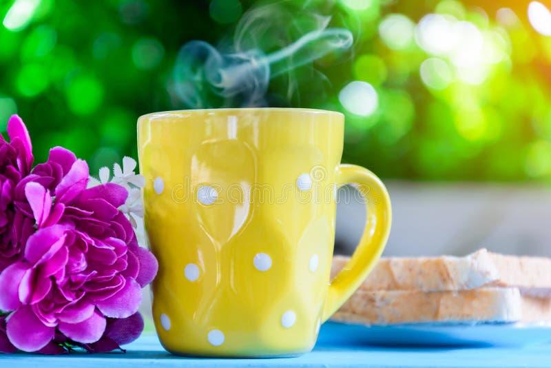 Copo de café preto do bom dia imagens de stock royalty free