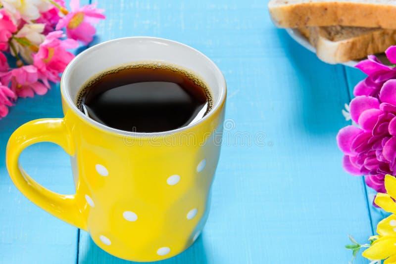 Copo de café preto do bom dia fotografia de stock