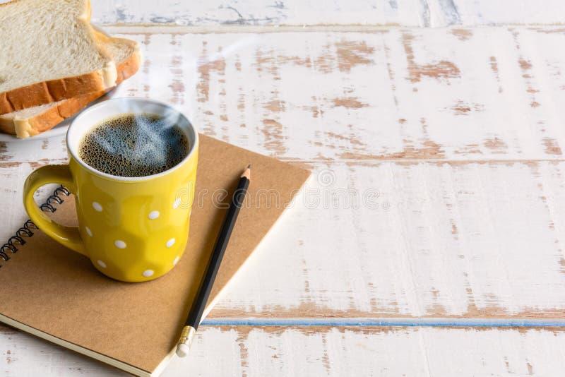 Copo de café preto do bom dia fotos de stock