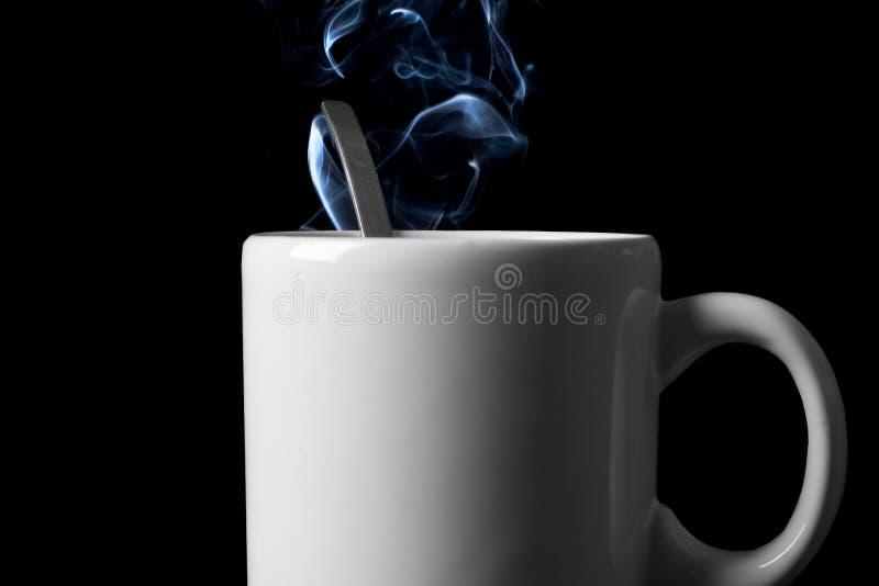 Copo de chá com fuga do vapor imagens de stock