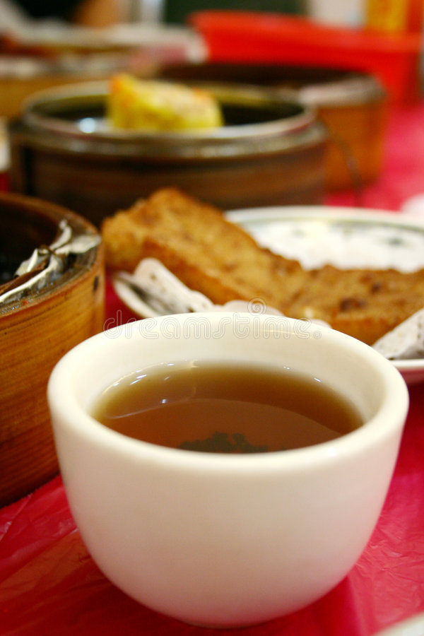 Copo de chá e soma não ofuscante fotos de stock