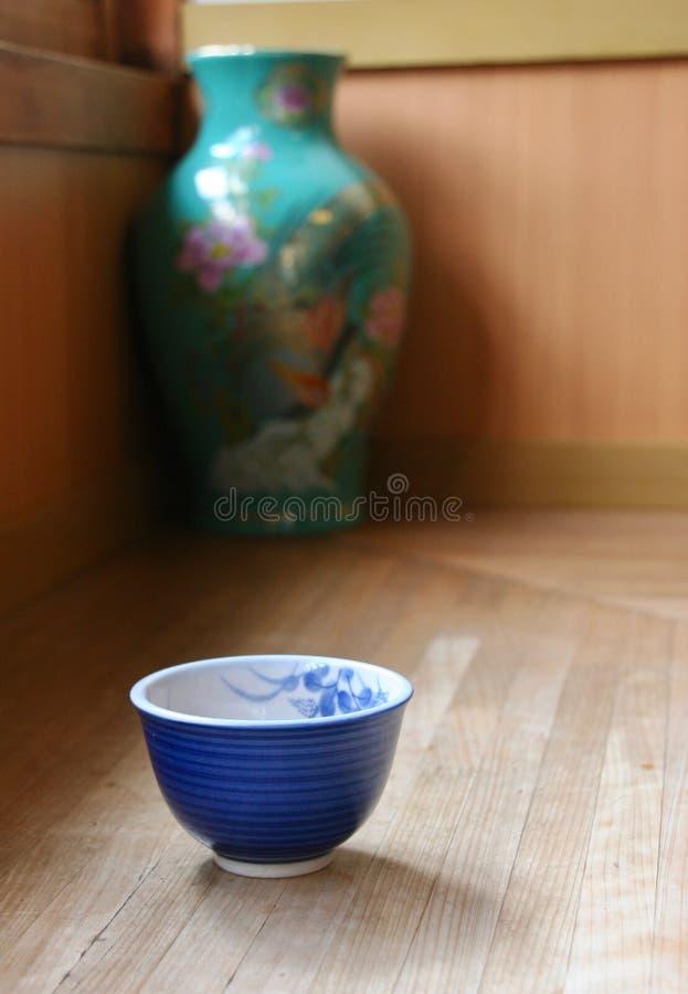 Copo de chá japonês no restaurante de Nara foto de stock