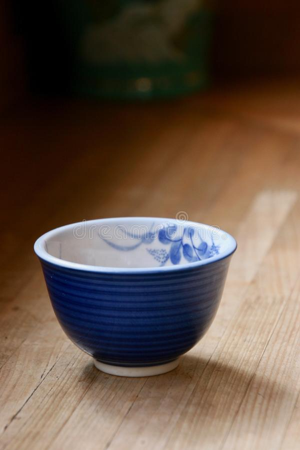 Copo de chá japonês no restaurante de Nara fotografia de stock