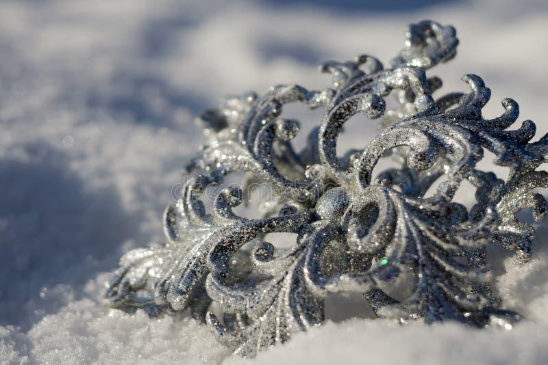 Download Copo De Nieve De Plata En Nieve Foto de archivo - Imagen de brillante, ornamento: 64211298