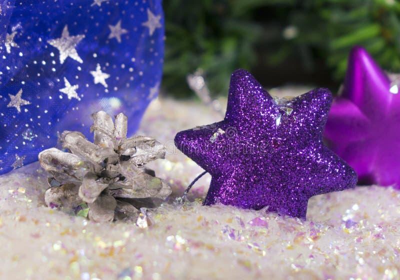 Copo de nieve violeta decorativo del ` s del Año Nuevo fotos de archivo libres de regalías