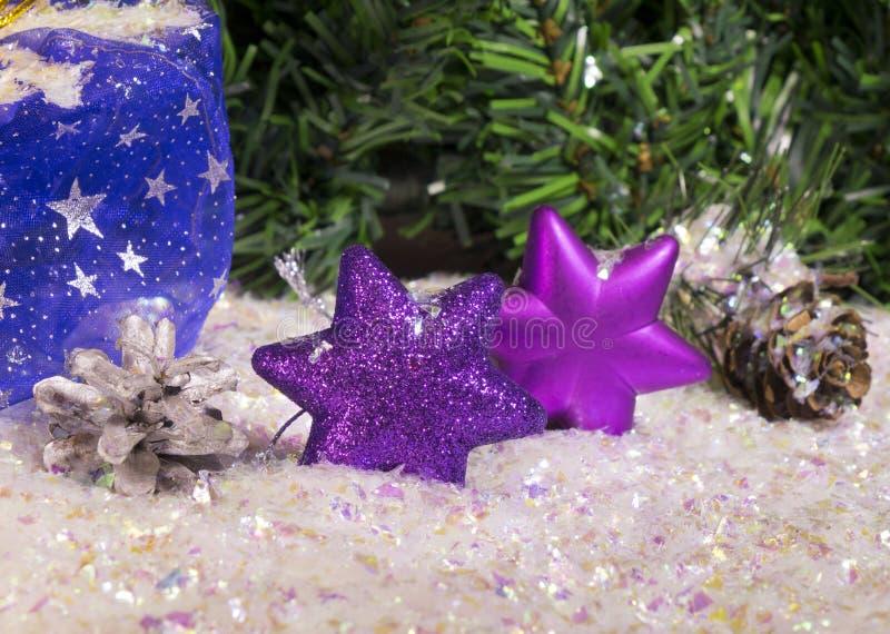 Copo de nieve violeta decorativo del ` s del Año Nuevo foto de archivo libre de regalías