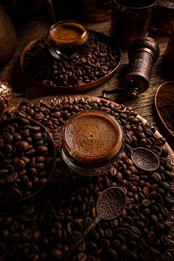 Copo de vidro com café expresso fotos de stock