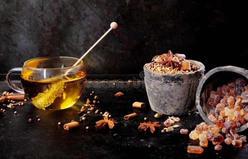 Copo delicioso do chá temperado aromático fotografia de stock