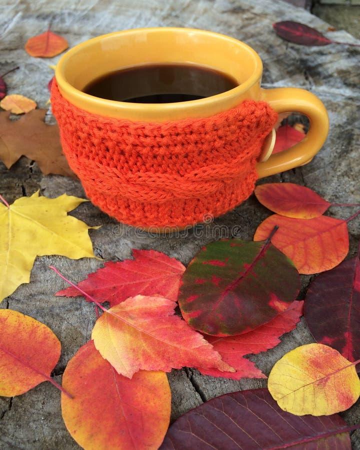 Copo do café preto e da nota do bom dia fotos de stock royalty free