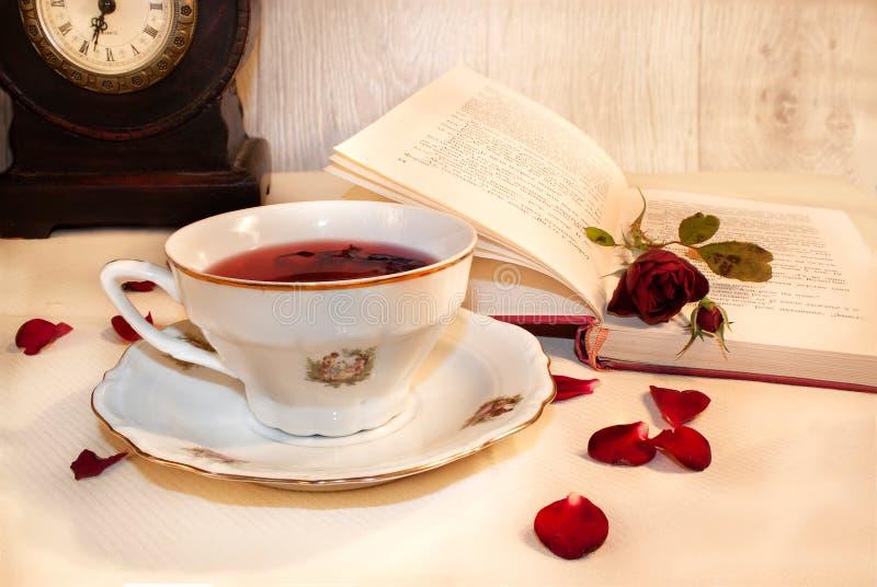 Copo do chá do hibiscus fotografia de stock royalty free