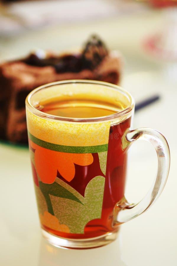 Copo do chá e bolo no CCB imagens de stock royalty free