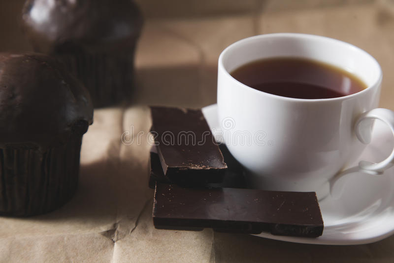 Copo do chá e dos doces fotos de stock