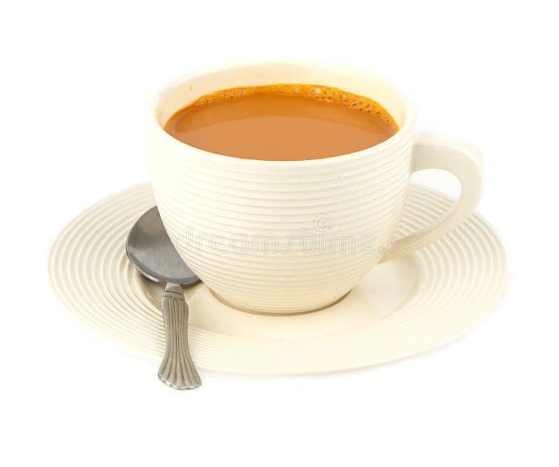 Copo do chá quente do leite no branco imagem de stock royalty free