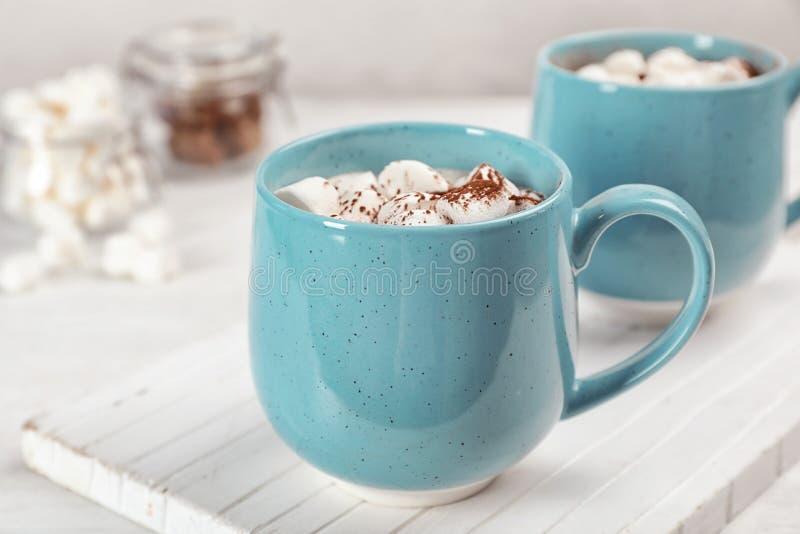 Copo do leite de chocolate imagens de stock