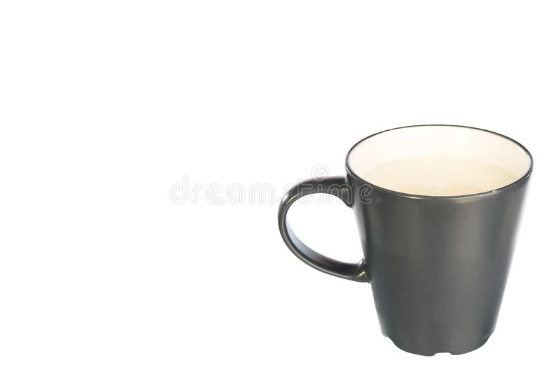 Copo do leite no copo cerâmico cinzento imagens de stock royalty free