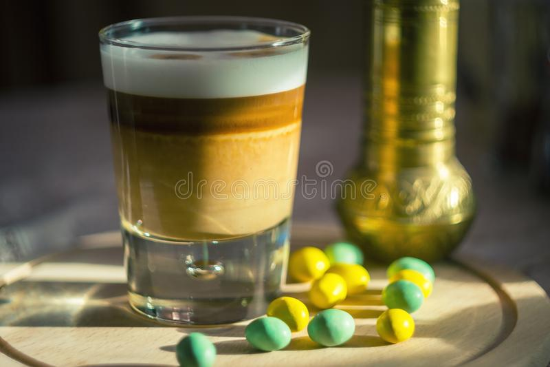 Copo do macchiato do latte do café imagem de stock royalty free