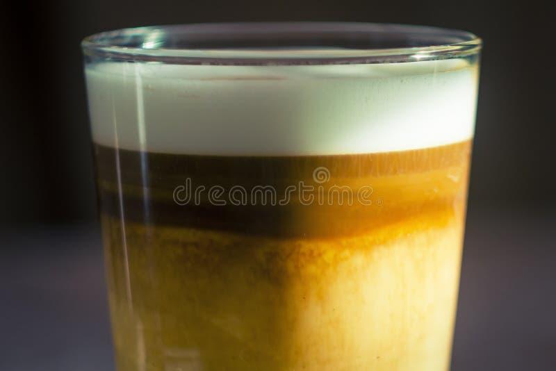 Copo do macchiato do latte do café imagens de stock