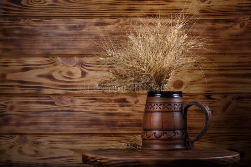 copo e trigo da cerveja imagem de stock royalty free