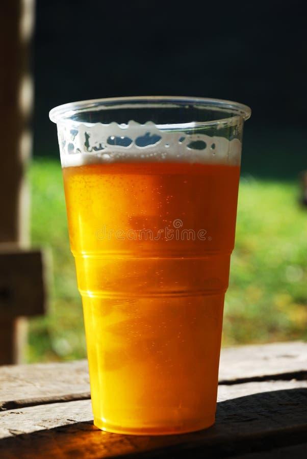 Copo plástico da cerveja fotografia de stock