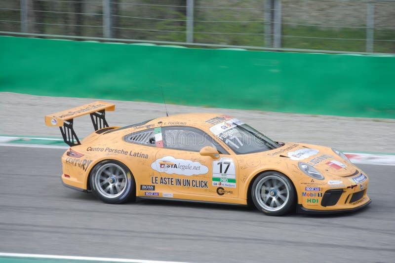 Copo Porsche 911 do RT Carrera do tsunami na ação imagem de stock royalty free