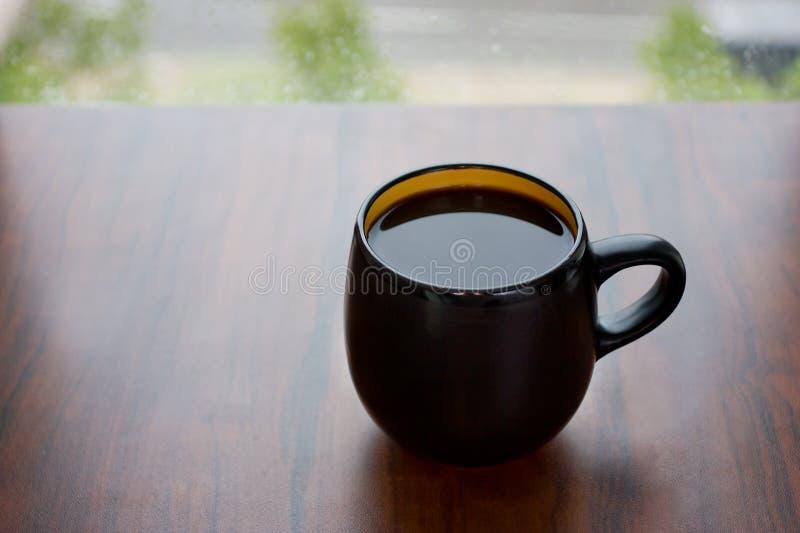 Copo preto com café preto foto de stock royalty free