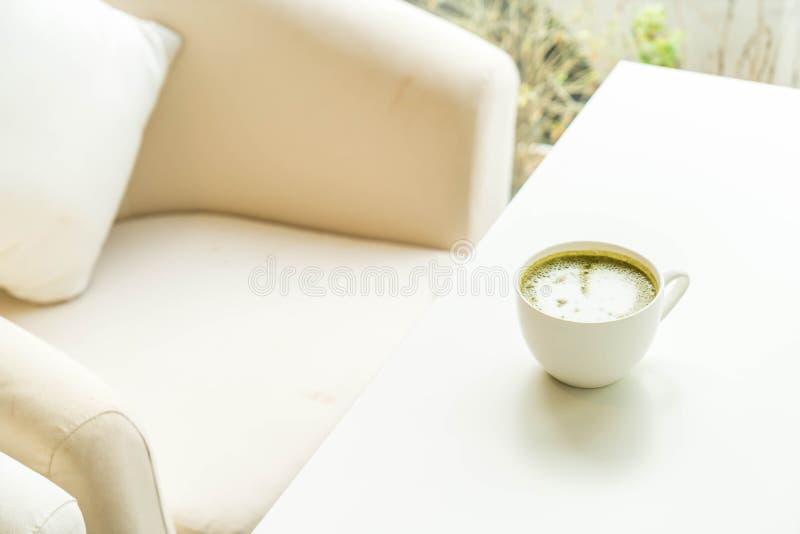 copo quente do latte do chá verde imagens de stock royalty free