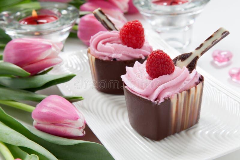 Copos dados forma coração do chocolate do dia de Valentim imagem de stock royalty free