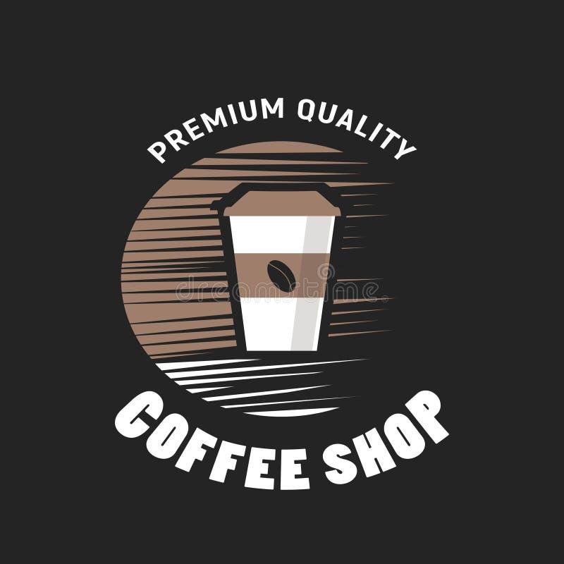 Copos de café e feijões de café frescos ao redor imagem de stock