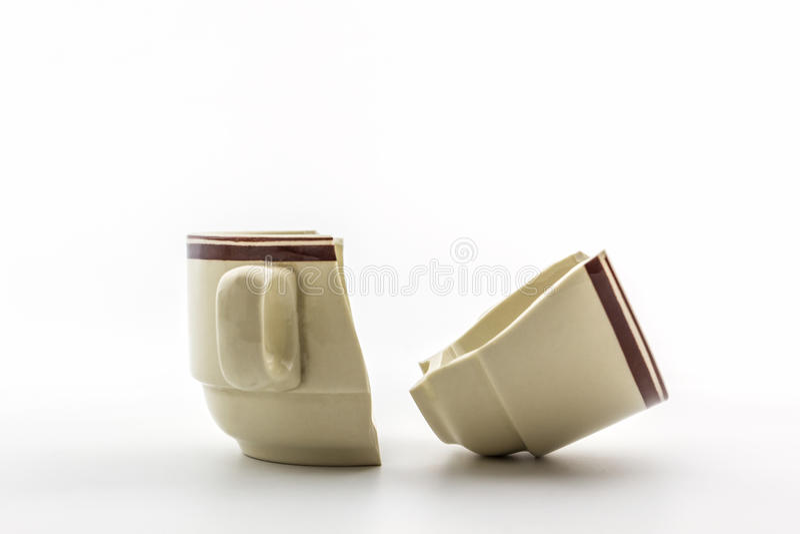 Copos de café quebrados imagem de stock