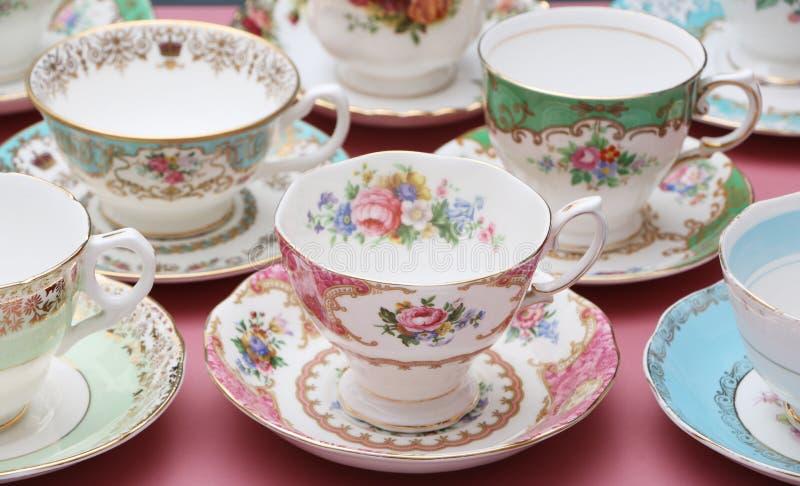 Copos de chá do vintage imagens de stock royalty free