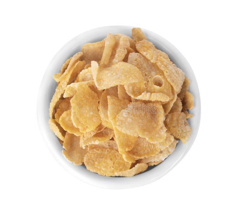 Copos de maíz del cereal de desayuno en el cuenco de cerámica blanco aislado en wh imagen de archivo libre de regalías
