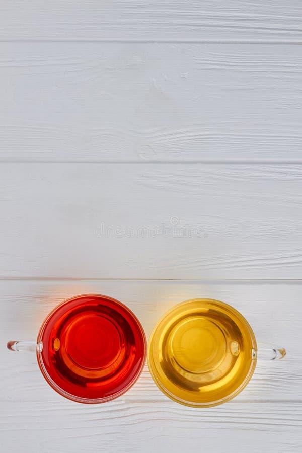 Copos de vidro com ch? arom?tico foto de stock
