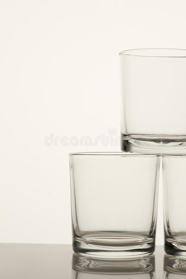 Copos de vidro transparentes vazios imagem de stock royalty free