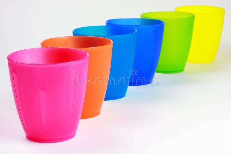 Copos plásticos coloridos fotos de stock royalty free