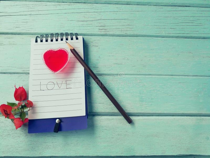 Coppia il cuore, la gelatina deliziosa, bella storia di amore dell'annotazione fotografia stock