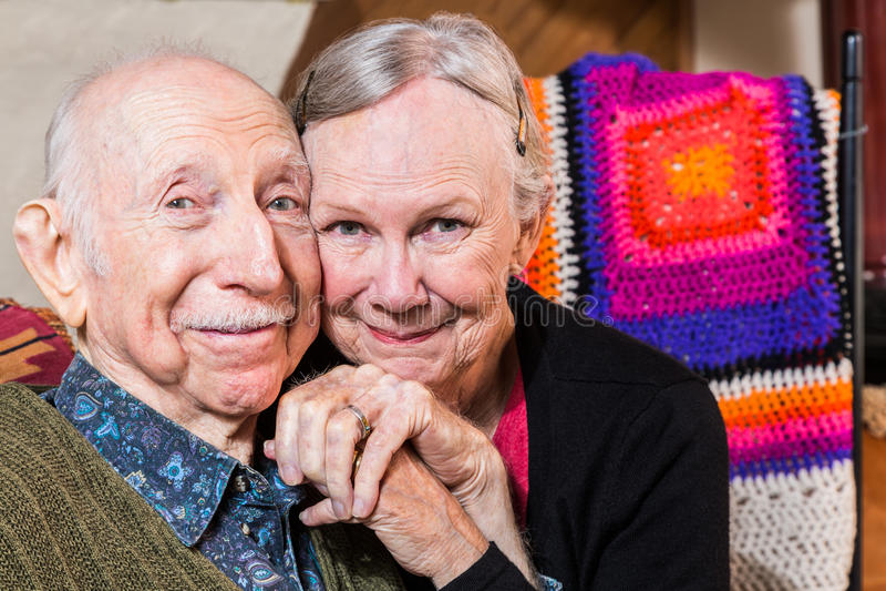 Coppie anziane felici sorridenti fotografia stock