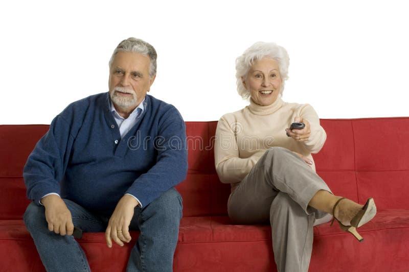 Coppie anziane sul sofà fotografie stock