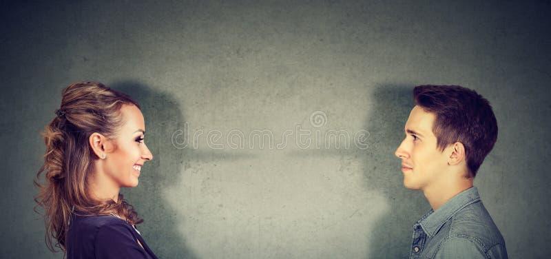 Coppie che sono disoneste in una relazione immagini stock