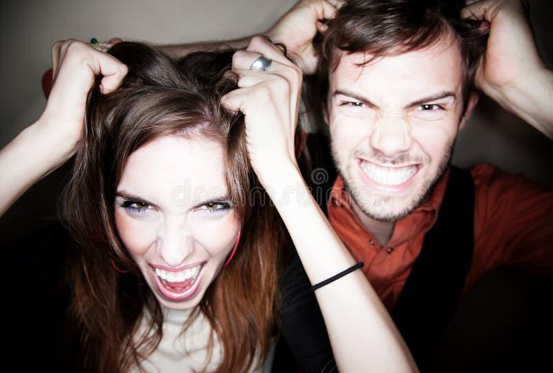 Coppie che strappano fuori i loro capelli immagini stock libere da diritti