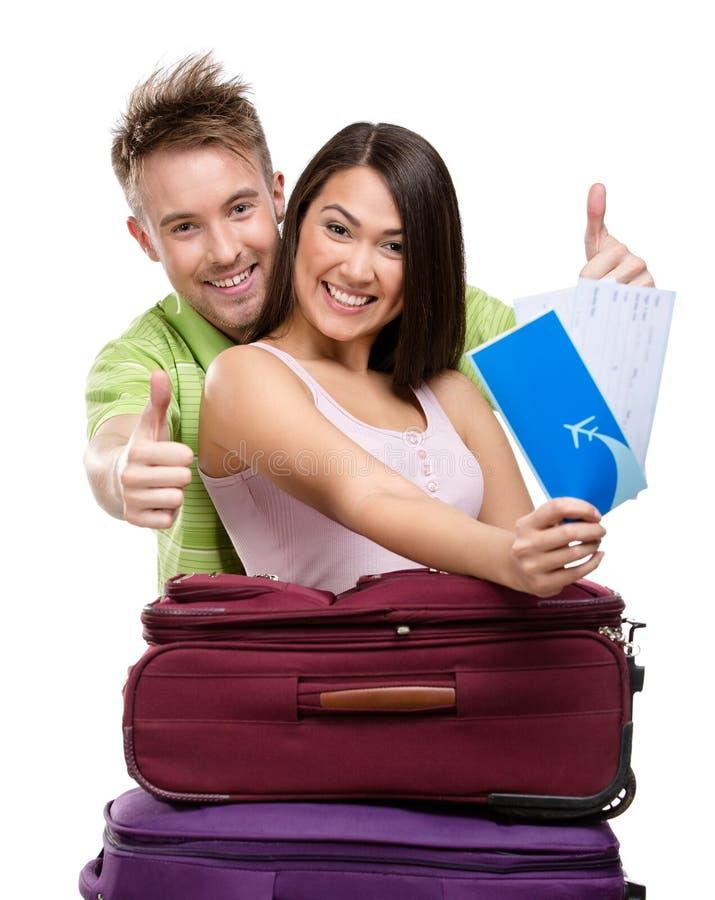 Coppie con le borse ed i biglietti di viaggio immagini stock libere da diritti