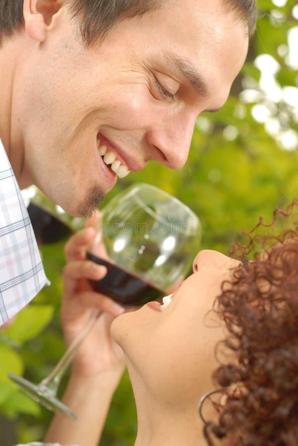 Coppie con vino immagine stock libera da diritti